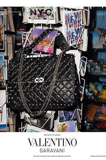 Valentino Rockstud Spike 手袋系列:重新演绎铆钉元素,打造各类风格人士都能驾驭的时尚单品