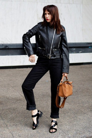 时装界至高无上的黑色!这 10 个全黑造型就是你一整年的最佳指标!