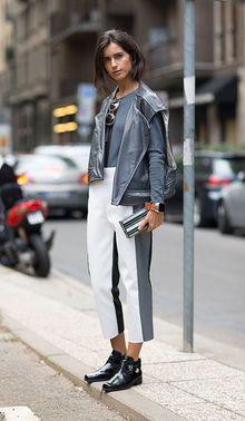 青灰色打底衫搭配机车马甲也是非常帅气的组合,黑白灰拼接的铅笔裤更摩登。