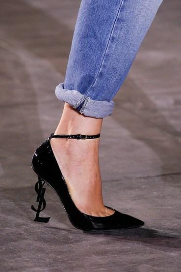 这些鞋款将会成为街拍达人的宠儿!14款T台上的美鞋