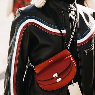 新季手袋潮流:百搭的黑色手袋Out!抢眼的红色手袋才是今季的王道!